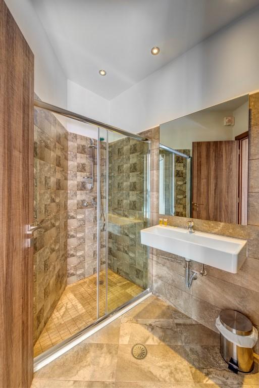 Μπάνιο deluxe δίκλινου δωματίου