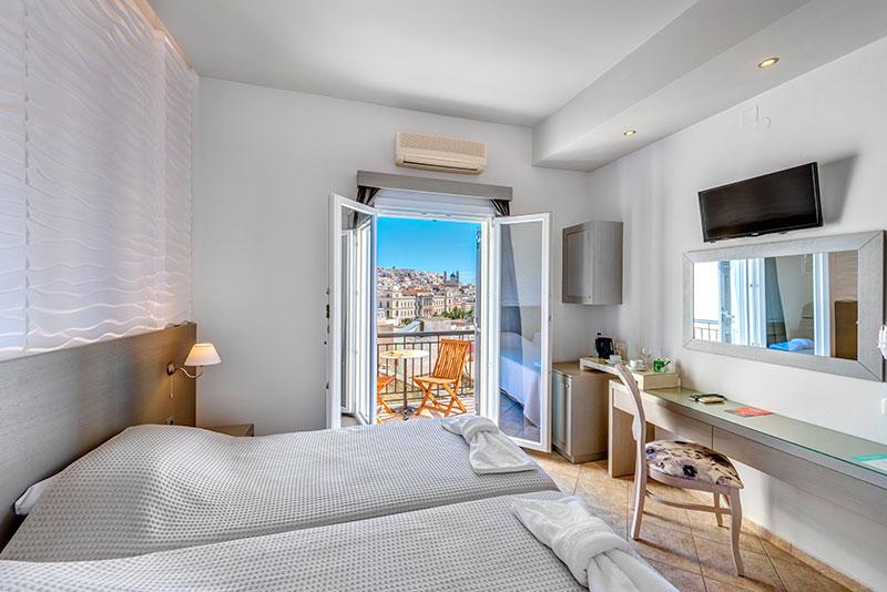 Ξενοδοχείο Ethrion δίκλινο δωμάτιο με θέα.