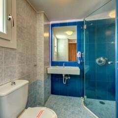 Ανακιανισμένο μπάνιο δωματίου, ξενοδοχείο στη Σύρο.